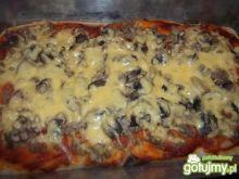 Pizza z mięsem mielonym i pieczarkami