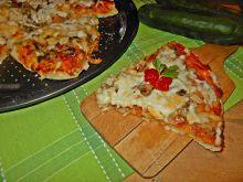 Pizza z ogórkiem, pieczarkami i kozim serem