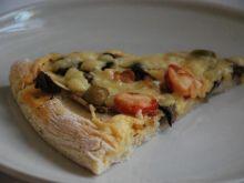Pizza z oliwkami i pomidorkami