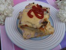 Pizza z papryką,cebulą, pieczarkami i szynką