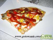Pizza z papryką i mozarellą