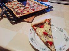 Pizza z papryką i salami