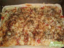 Pizza z parówkami i papryką