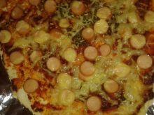 Pizza z parówkami i serem