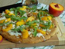 Pizza z patelni z brzoskwinią i kozim serem
