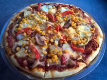 Pizza z pieczarkami, ananasem, kukurydzą i papryką