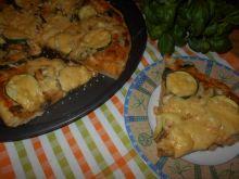 Pizza z pieczarkami i cukinią na cieście z kaszą