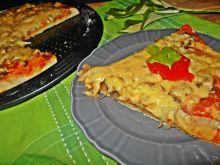 Pizza z pieczarkami i kalarepką
