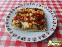 Pizza z pieczarkami i kukurydzą