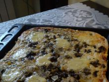 Pizza z pieczarkami i majonezem