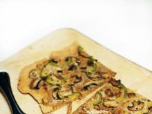 Pizza z pieczarkami i papryką