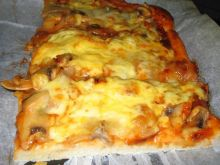 Pizza z pieczarkami i serem
