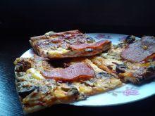 Pizza z pieczarkami i suszonymi pomidorami