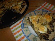 Pizza z pieczarkami  jajkiem i ogórkiem