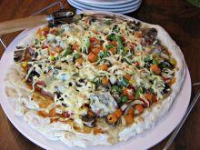 Pizza z pleśniowym serem i warzywami