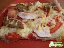 Pizza z pomidorem