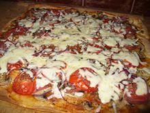 Pizza z pomidorem i pieczarką