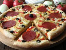 Pyszna pizza z salami