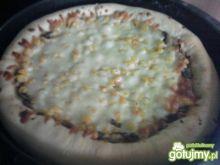 Pizza z serową niespodzianką