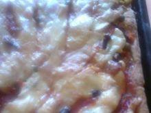 Pizza z szynką i mieszanką meksykańską