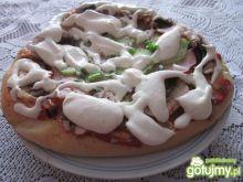 Pizza z szynką i pieczarkami 2
