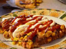 Pizza z tuńczykiem i kukurydzą