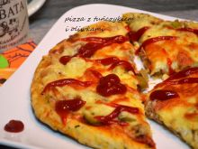 Pizza z tuńczykiem i oliwkami