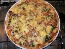 Pizza ze szpinakiem i boczkiem