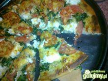 Pizza ze szpinakiem i serami