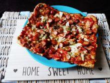 Pizza ziołowa z franfuterkami