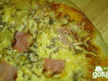 Pizza ziołowa z szynka westfalską