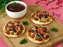 Pizzerinki z kabanosem i fasolą