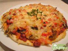 Pizzerinki z kiełbasą,papryką i pieczark