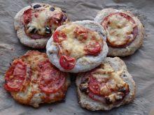 Pizzerinki z różnymi dodatkami