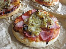 Pizzerinki z wędliną i cebulką