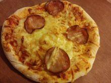 Pizzerinki  z żółtym serem i kiełbasa krakowską