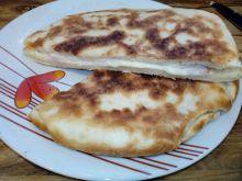 Placek drożdżowy z szynką i serem