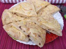 Placek prowansalski z płatkami papryki i serem