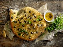 Placek włoski z oliwkami