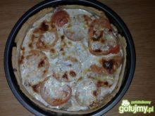 Placek z mozzarellą i pomidorami