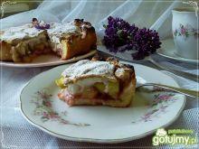 Placek z rabarbarem, gruszka i bezą