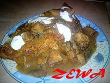 Placek ziemniaczany z gulasze mięsnym
