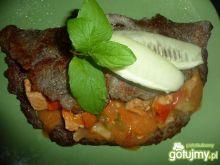 Placek ziemniaczany z mięsem i warzywami