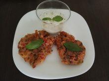 Placki pomidorowe z dipem czosnkowo-ziołowym