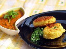 placki z kuskusu z sosem paprykowym