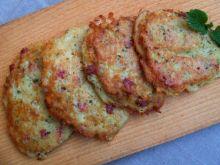 Placki ziemniaczane z kiełbasą i serem