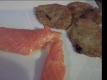 Placki ziemniaczane z marchwią i łososiem