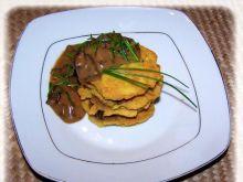 Placki ziemniaczane z sosem grzybowym.