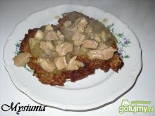 Placki ziemniaczane z sosem gulaszowym