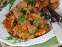 Placki ziemniaczano- selerowe z gulaszem